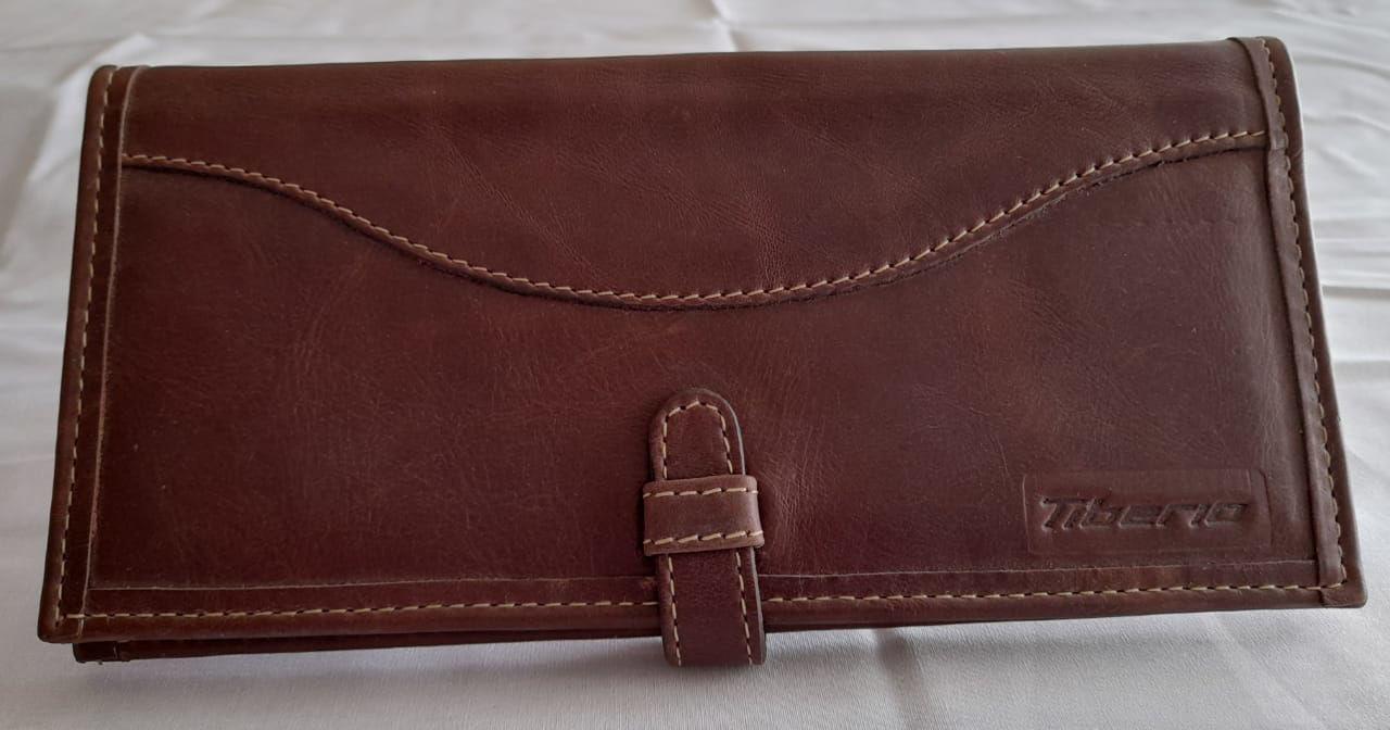 Foto de Porta Chequera de cuero marrón