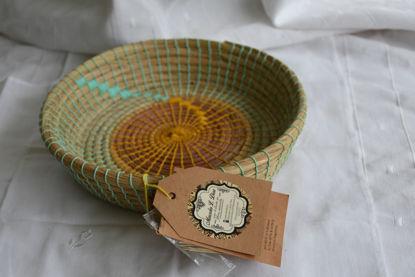 Foto de Panera redonda en fibras naturales-detalles en verde
