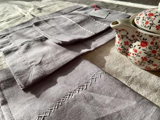 Foto de Camino de mesa bordado a mano