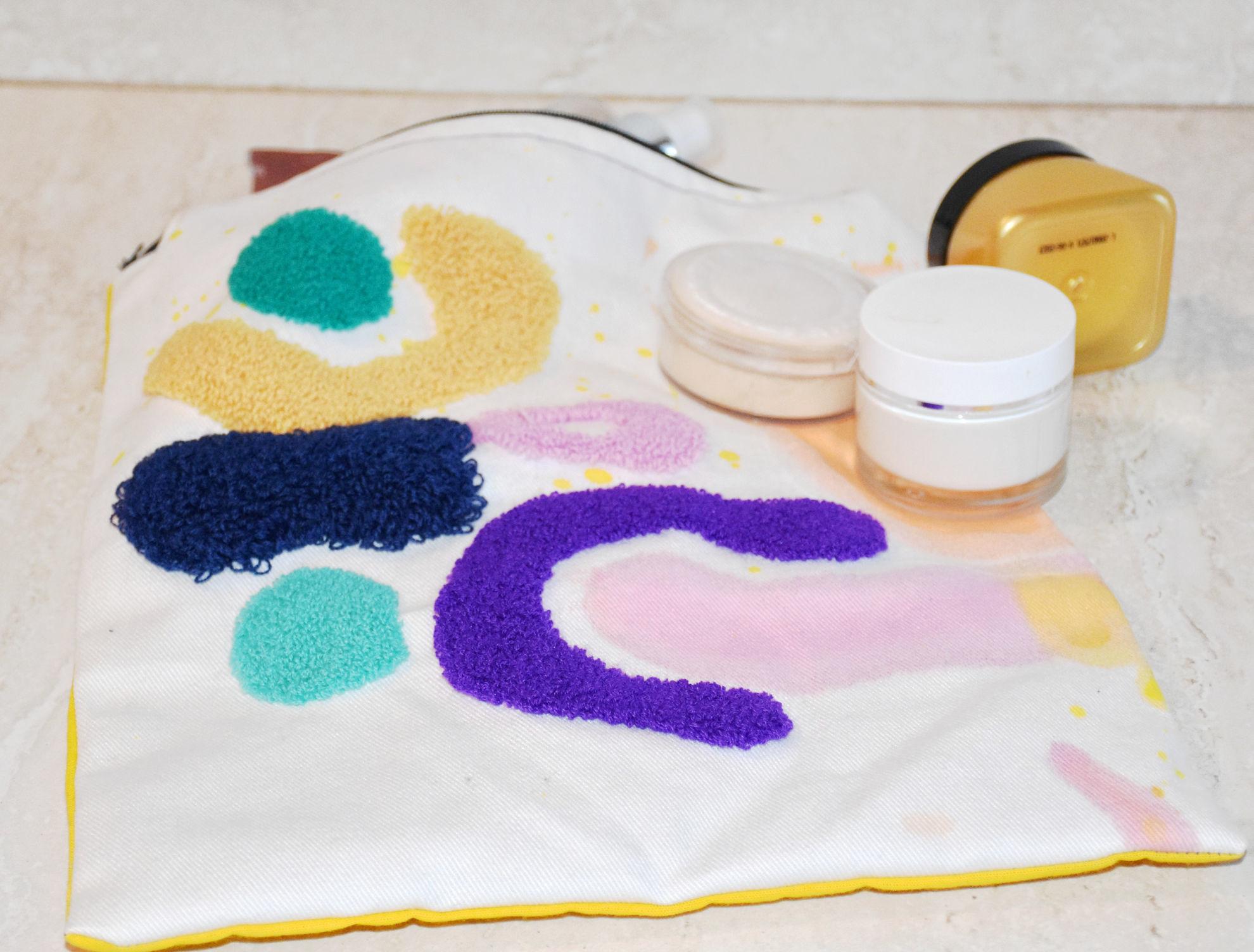 Foto de Neceser de tela,  pintado y bordado